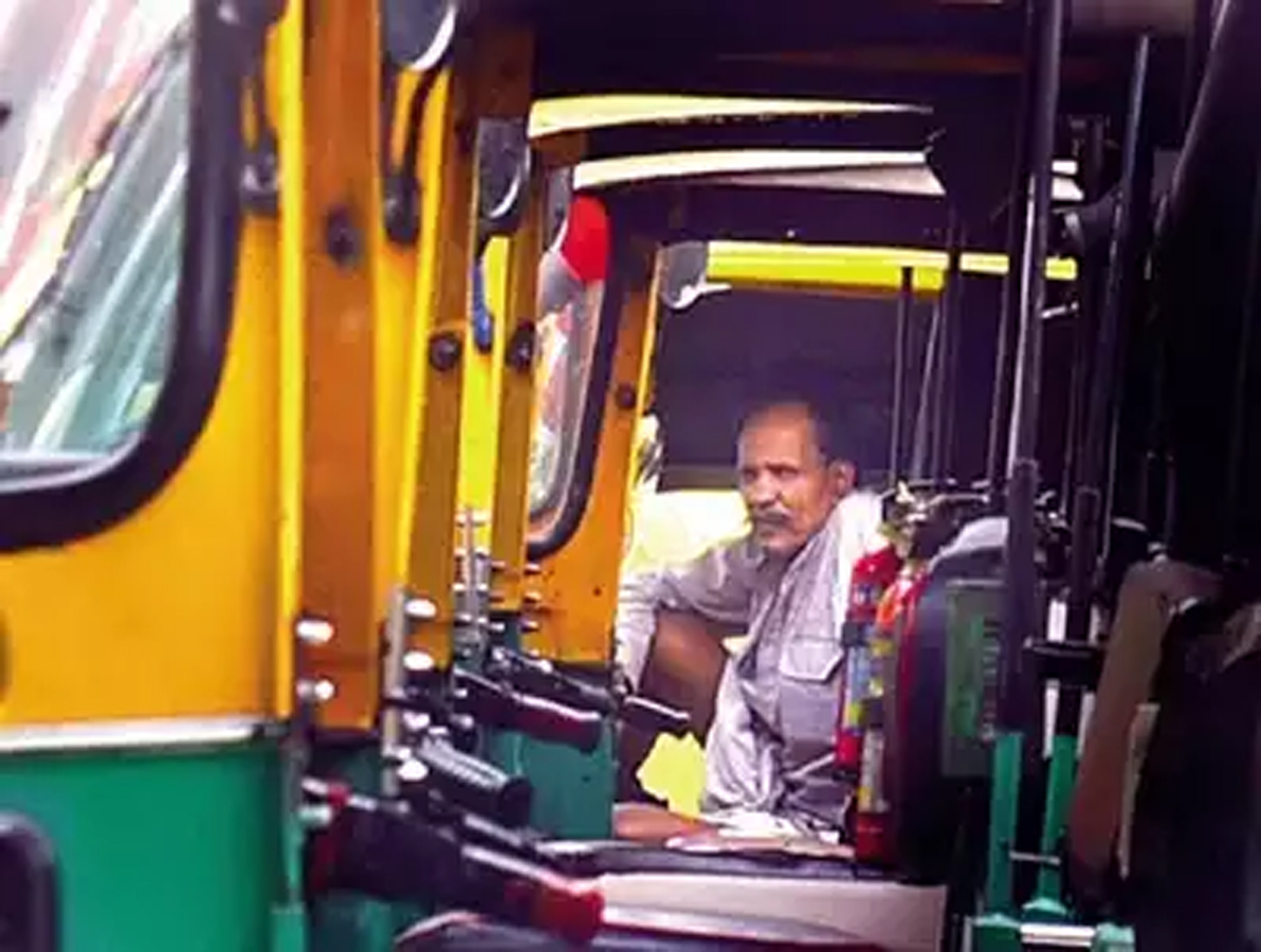 Auto drivers press panic button as lockdown throws life out of gear